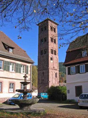 Foto 2005  (c) Traudi  -  Der Eulenturm ist 37 m hoch. Er ist ein verbliebener Rest der Petrus- und Paulskirche