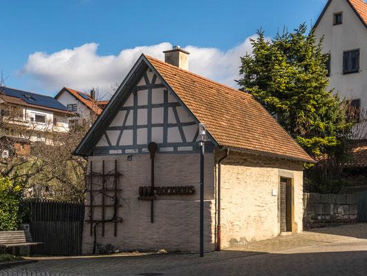 """© Traudi - Das """"Untere Backhaus"""" ist eines von zwei Backhäusern und stammt aus der Mitte des 19. Jahrhunderts. Bis 2010 wurde hier noch von den Beurener Backfrauen gebacken."""