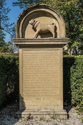 © Traudi - Mopsdenkmal - siehe Link:  https://rixande.jimdo.com/2017/04/23/der-mops-von-winnenden/