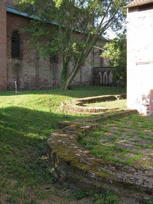 © Traudi - Grundmauern der ehem. Klosterkirche