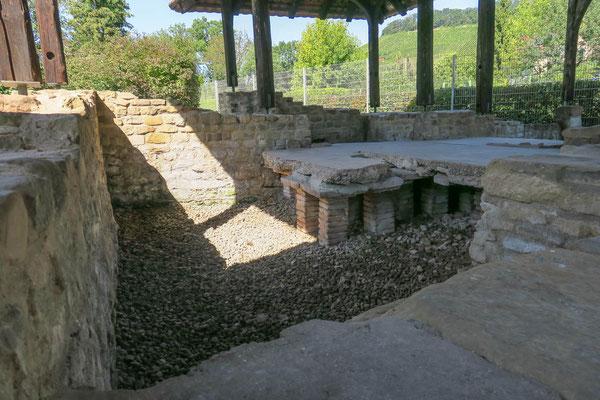 © Traudi - Blick auf das Warmwasserbecken (caldarium). Sehr schön ist auch die Fußbodenzeizung zu sehen (hypocaustum).