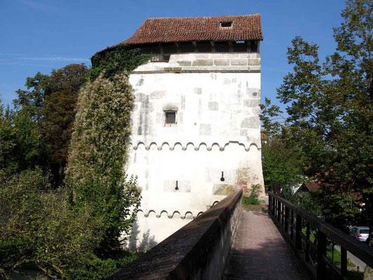 Nördlingen, Löwen- oder Pulverturm, Massive Batterietürme mit charakteristischem Abwurfdach zur Sicherung dieser Mauerpartie - © Traudi