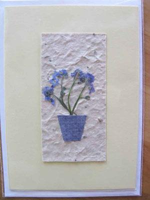 © Traudi - 2014 - Vergissmeinnicht-Blüten auf selbst geschöpftem Papier
