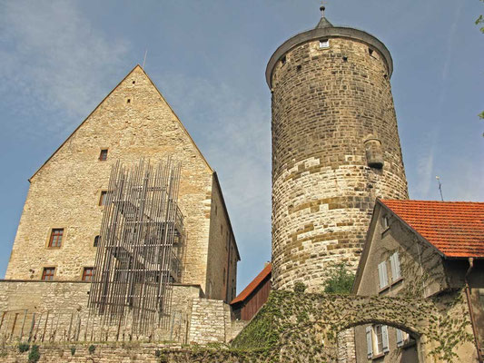 ©Traudi / Steinhaus mit Schochenturm. Das Steinhaus wurde erbaut um 1220. Wohnhaus der Oberen Burg. Sitz v. Ministeralen der Markgrafen, später Fruchtkasten und Gefängnis.