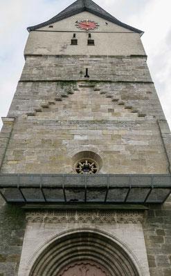 © Traudi - Der gemauerte Turmteil stammt aus den Jahren um 1340, der obere Teil ist um 1450 entstanden.