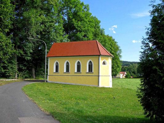 © Traudi  -  Drahthammer, Kapelle. Ein etwas ungewohnter Anblick: Die Schlosskapelle hat keinen Turm.