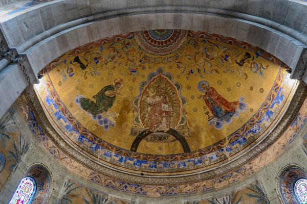 © Traudi - Dem Maler war klar, dass er in einer Johanniskirche die beiden Namensgeber darstellen musste. Deshalb: links von Christus Johannes der Täufer und rechts von Christus Johannes der Evangelist.