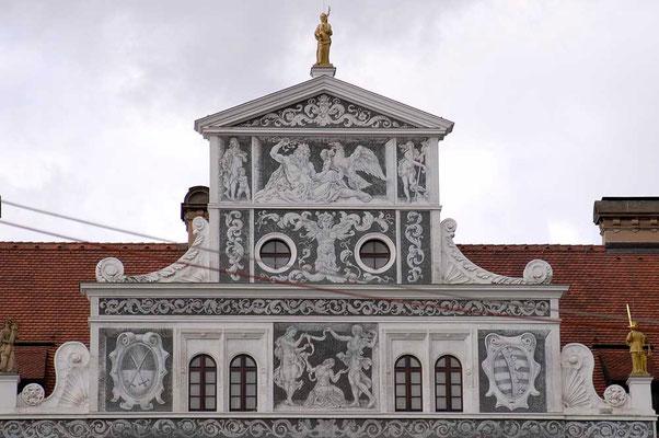 © Traudi  2007 - Oberer Teil der Südwest-Fassade des Residenzschlosses in Dresden