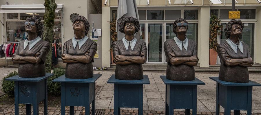 """© Traudi - Skulpturen: """"Einigkeit. Persil bleibt Persil"""" - 1992/93"""