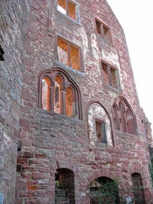 © Traudi - Palasfront, der wohl älteste Bau. Hatte ursprünglich ein Erdgeschoss, zwei hohe Obergeschosse und ein Dachgeschoss.