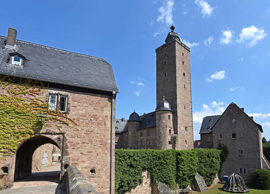 © Traudi - Burgfried aus dem 13. Jahrhundert