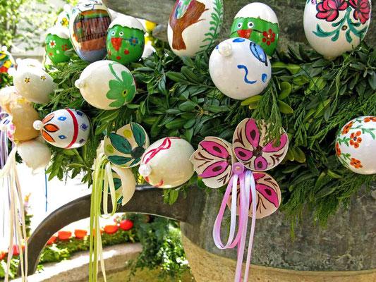 © Traudi -  es werden sogar die Eierschalen INNEN bemalt!  :-)