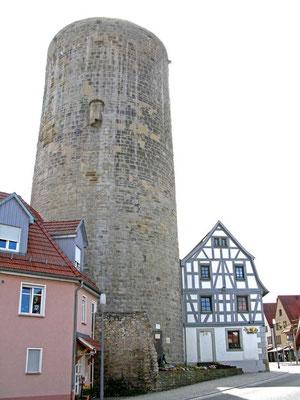 ©Traudi / Waldhornturm. Als Teil der Unteren Burg um 1220 vom Markgraf Hermann v. Baden erbaut.