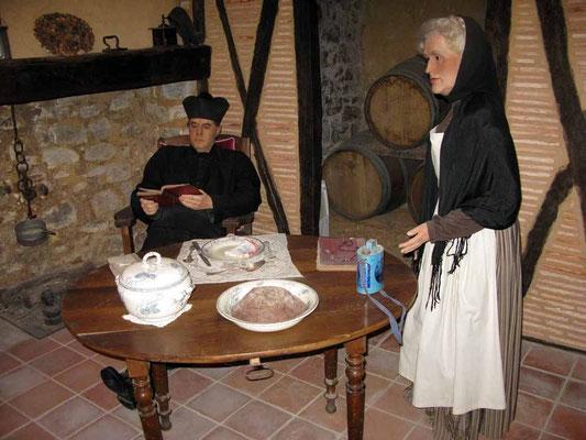 Wachsfiguren: Sauniére und seine Haushälterin Marie Denarnaud  - © Traudi