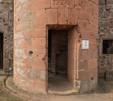 © Traudi - Eingang zur Wendeltreppe aus dem Jahr 1840, die zur Artillerieterrasse hoch führt