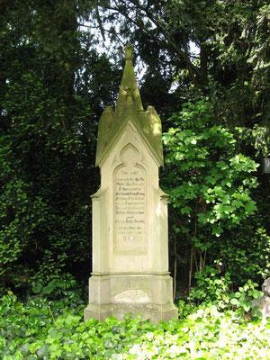 © Traudi - Grabsteine der Familien Sturmfeder auf dem Friedhof