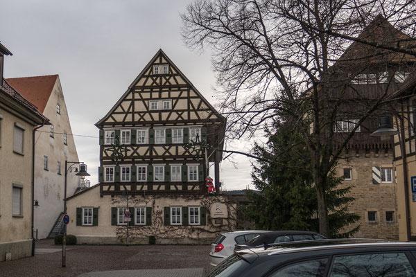 © Traudi - Das Reiterhaus brannte im Jahr 1672 nieder. Es wurde 1649 mit schönem Fachwerk und hölzernen Stützsäumen wiederaufgebaut und ist heute eine Jugendherberge.