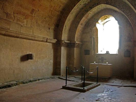 Kloster Denkendorf, Krypta, leeres Grab - © Traudi