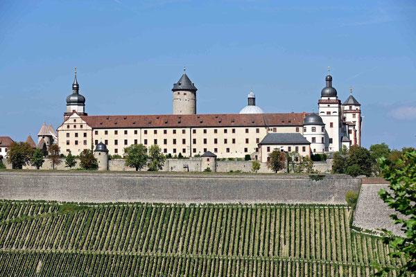 © Traudi - Blick hinüber zur Festung Marienberg