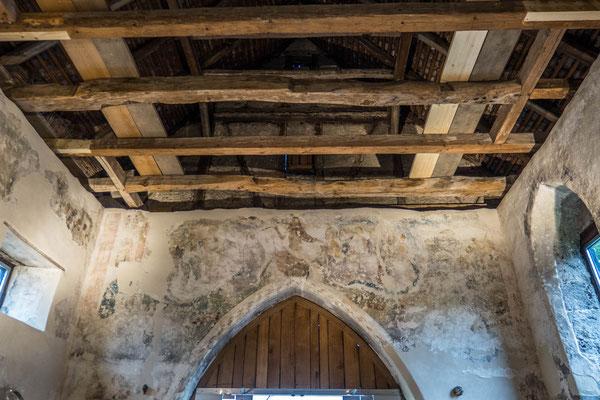 © Traudi - Diese gotischen Wandmalereien über dem Chorbogen entstanden um 1496. Es wird Christus als Weltenrichter dargestellt, neben ihm Maria und Johannes der Täufer mit den Aposteln.