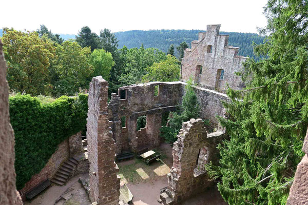 © Traudi - Blick hinunter in den Burghof