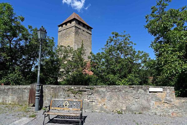 © Traudi - Der Bergfried wurde 1987 restauriert und begehbar gemacht. 110 Stufen führen auf die Aussichtsplattform.