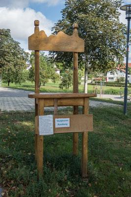 © Traudi - Dieser Stuhl zeigt, wie kleine Kinder unsere Möbel im Größenverhältnis sehen.