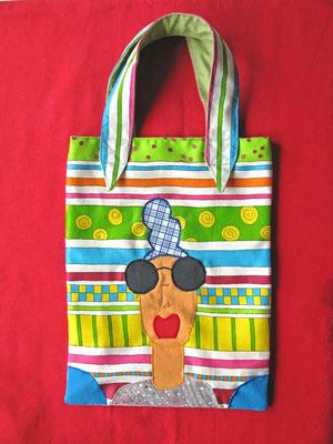 © Traudi –  Juni 2014 - Schrille Tasche als Begleiter beim Shoppen
