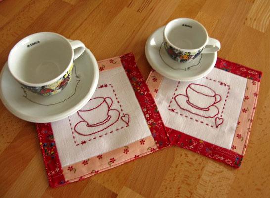 © Traudi - Februar 2015  -  Einladende Kaffeetassen-Unterssetzer