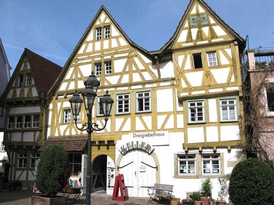 ©Traudi / Dreigiebelhaus (1486 - 1501), eines der ältesten Fachwerkhäuser der Stadt.
