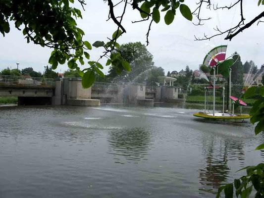 """09.06.2010 (c) Traudi - Die Alte Enzbrücke wurde 1463-1467 erbaut. Die immensen Kosten für Bau und Unterhalt ließ man sich durch ein """"Brückengeld"""" vergüten. 1945 wurde sie durch deutsche Truppen gesprengt. Von der alten Brücke blieben nur 2 Bögen erhalten"""