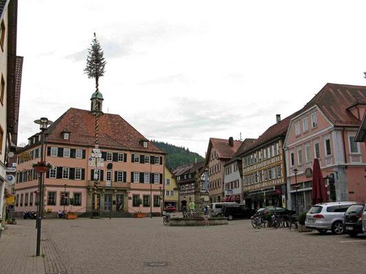 © Traudi - Marktplatz mit Rathaus