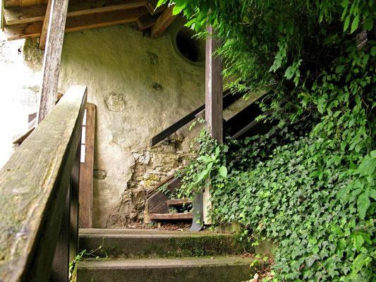 © Traudi  -  Schloss Neufra, Aufgang zum historischen Hängenden Garten
