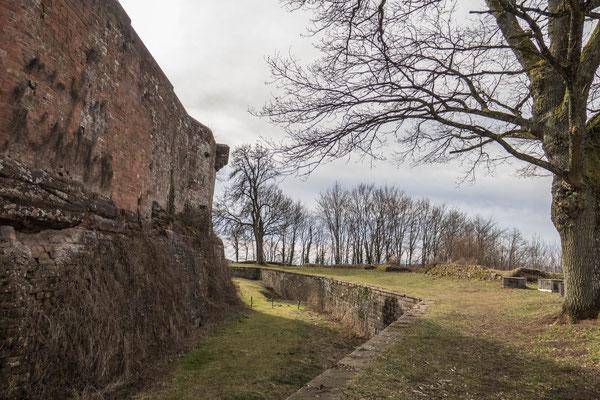 © Traudi - Rundgang außerhalb der Mauern