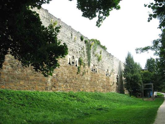 © Traudi 2010 – Schloss in Kirchheim u.T., Kasematten von außen