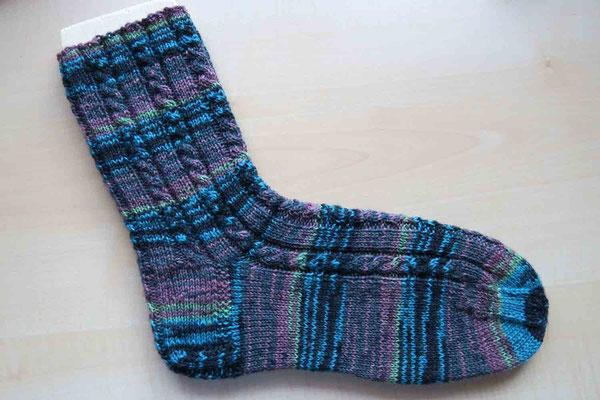 © Traudi - Dezember 2015  -  Seit langem wieder mal ein Socken gestrickt