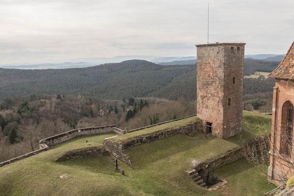 © Traudi - Bergfried. Hoher viereckiger Turm, mit dessen Hilfe der Feind ausgemacht werden konnte und der die Macht des Burgherren symbolisierte.