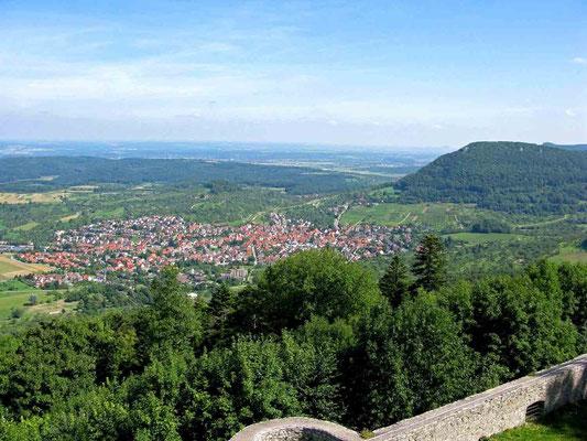 © Traudi – Hohenneuffen, Ausblick nach Beuren und zum Beurer Fels