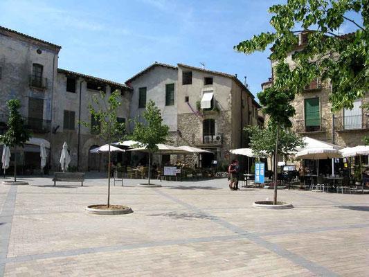 Besalu, Platz vor der Kirche Sant Pere - ©Traudi