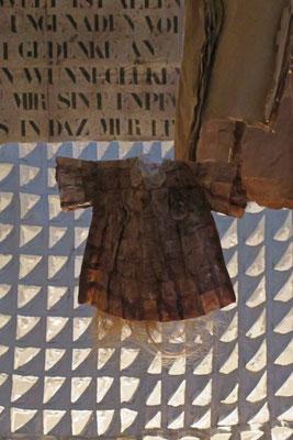 © Traudi - Dieses Kleidchen ist aus Teebeuteln gefertigt.
