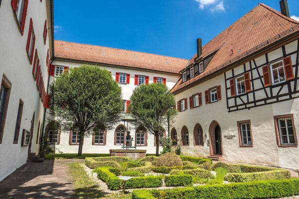 © Traudi - Das Kloster wurde 1294 vom Bettelorden der Augustiner-Eremiten gegründet. Dort lebten im Mittelalter zwölf Mönche. Im Jahr 1803, nach dem Übergang zu Württemberg, wurde das Kloster aufgelöst, die Klosterkirche abgebrochen.
