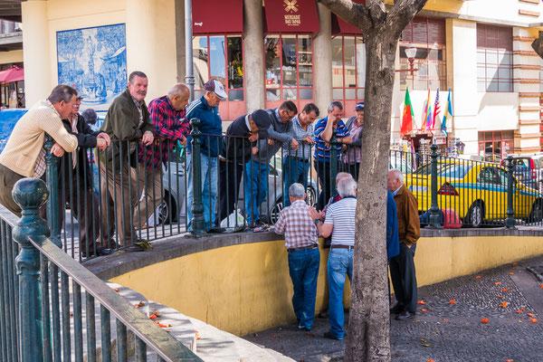 Kaartende mannen op hun vrije dag in Funchal, Madeira