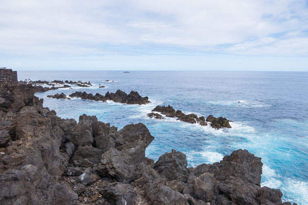 De grillige lava blokken.