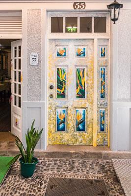 Beschilderde deuren in de artistieke wijk van Funchal, Madeira