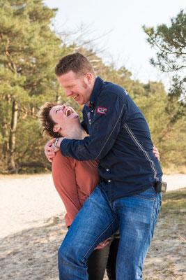 Loveshoot als onderdeel van familieshoot Soester Duinen, Soest