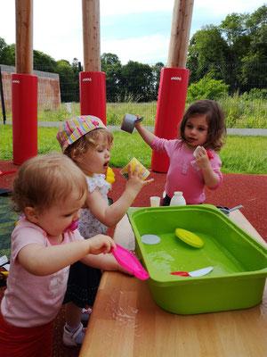 Bataille d'eau en été