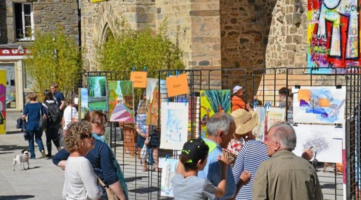 """Journée des peintres dans la rue 2016 sur le thème """"Coutances vue du sol"""""""