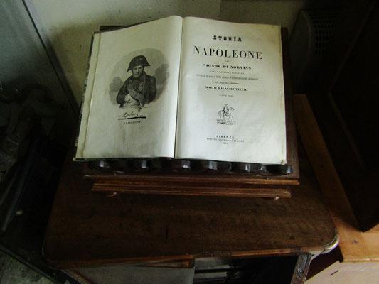 """Libro """"Storia di Napoleone"""" anno 1845"""