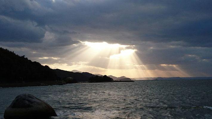 天から降り注ぐ光 God rays in Winter