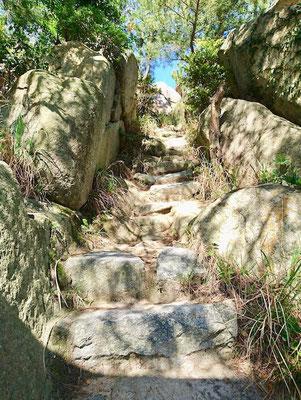 岩の階段 Rock Steps